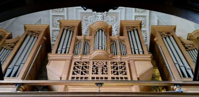 Queen's organ photo.jpg